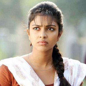 amala-paul-encourages-and-supports-victimized-malayalam-actress-photos-pictures-stills-5 (1)