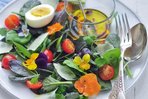 salad-with-edible-flowers