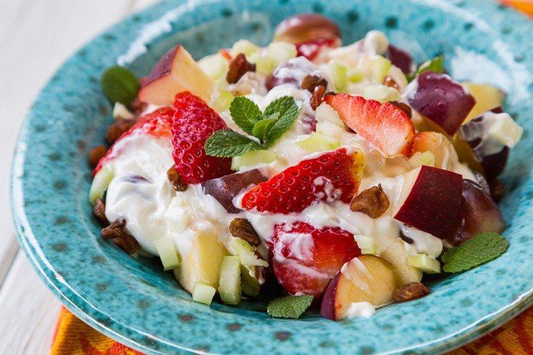 Skinny-Fruit-Yogurt-Salad-1-750x500