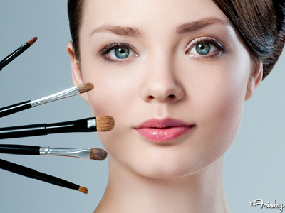ladies-7-reasons-you-should-stop-wearing-makeup-in-front-of-your-guy