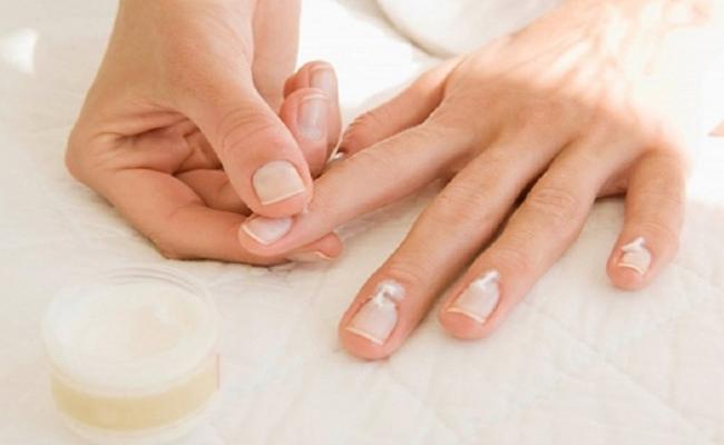 Almond-Oil-Massage-Nail
