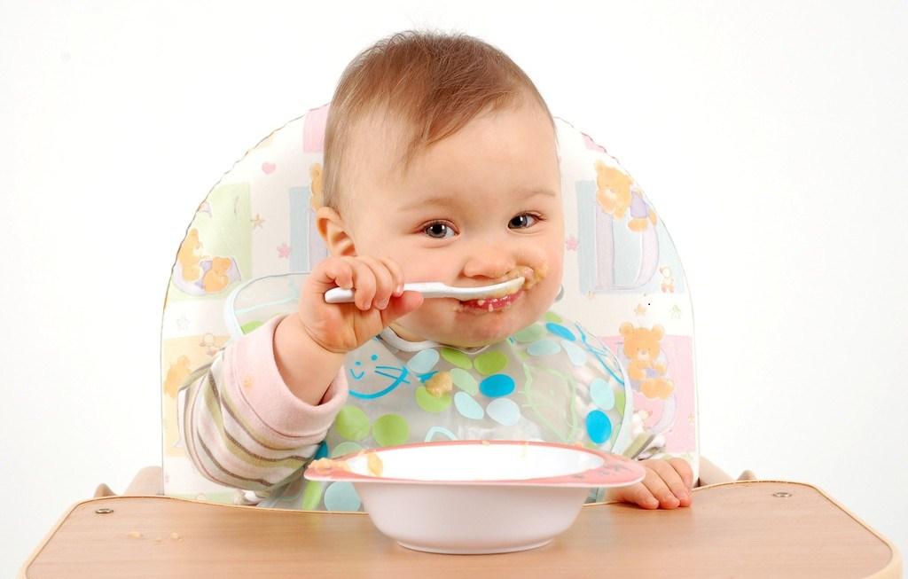 baby-eating-food