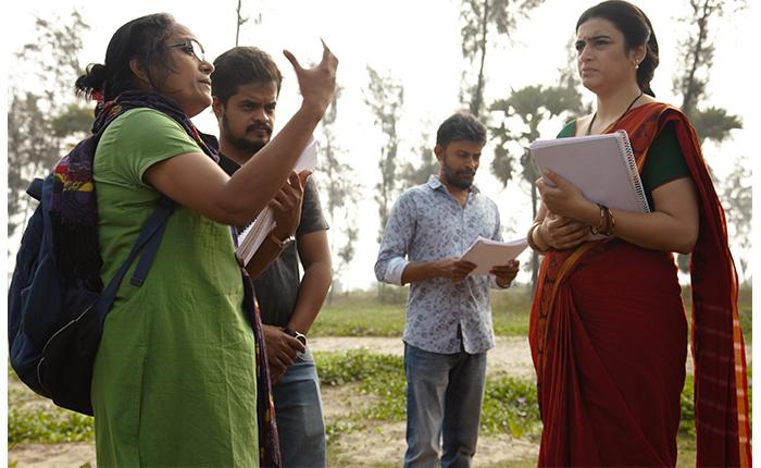 Kiranmaye-as-the-director-with-Raallallo-Neeru-film